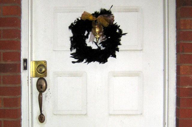 black wreath halloween decoration
