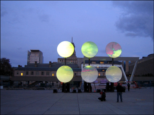nathan phillips square nuit