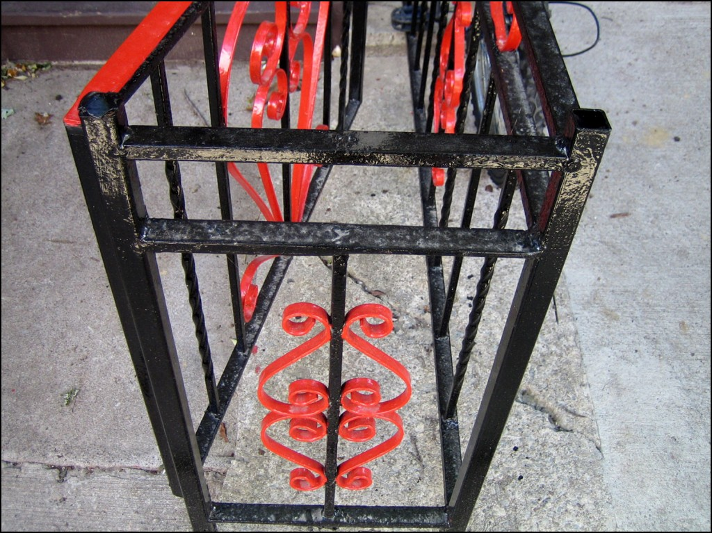 red and black gate 1024x767