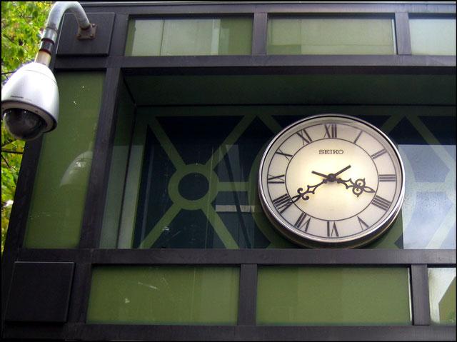 seiko clock at queen and yo