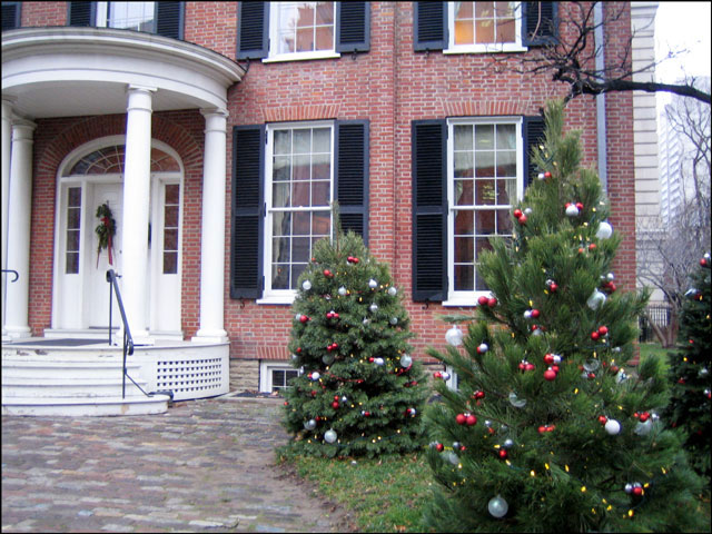 campbell-house-decorated-trees