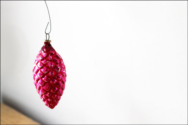 vintage-pink-pinecone-ornament