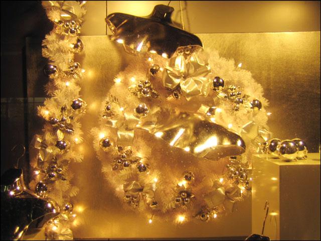 christmas-store-window-02