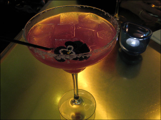 pear-margarita-with-a-pansy