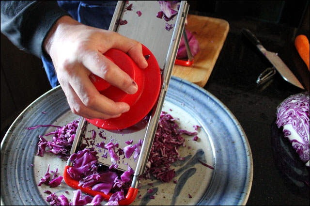 making-cole-slaw-with-purpl