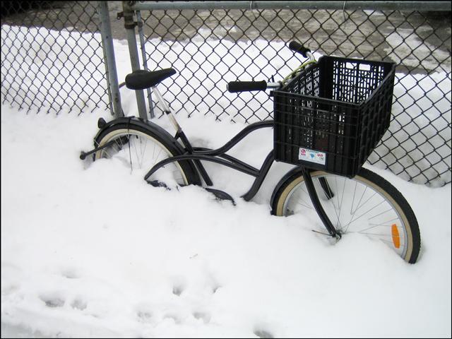 bike-in-the-snow