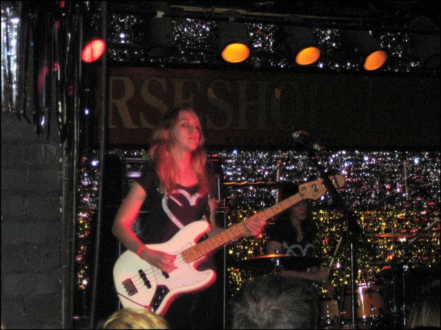 kate-nash-bass-player