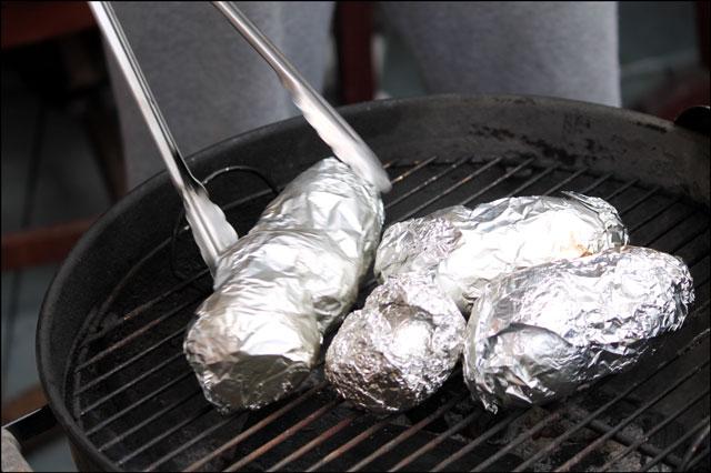 baking-potatoes-on-bbq