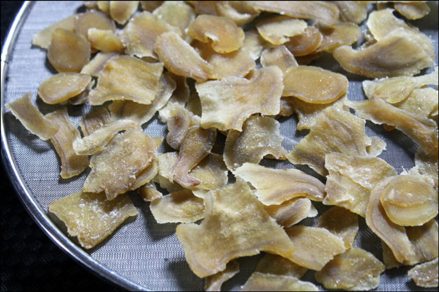 candied-ginger-drying-out
