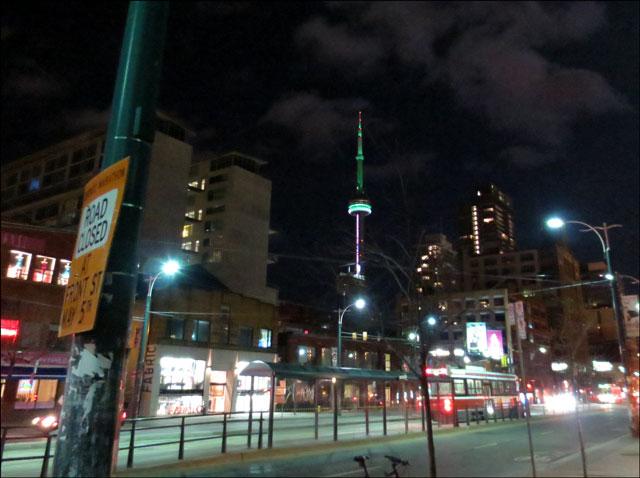 cn-tower-at-night