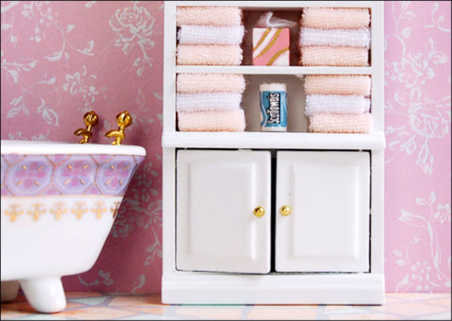 dollhouse-cabinet-with-towels