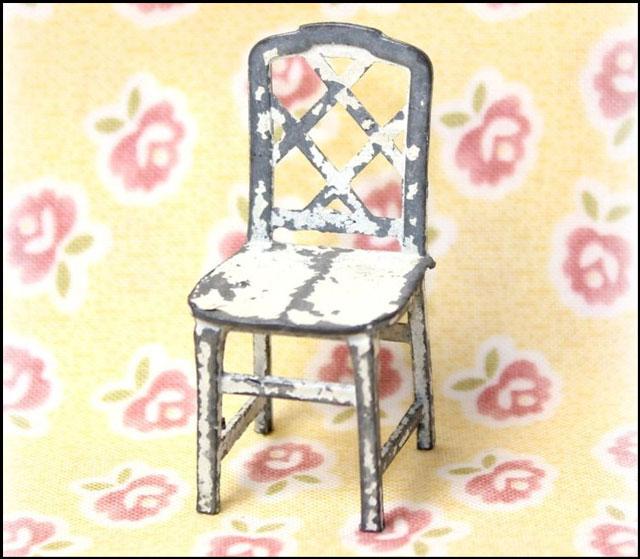metal-chair-dollhouse