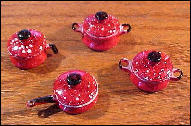 pots-enamelware-dollhouse