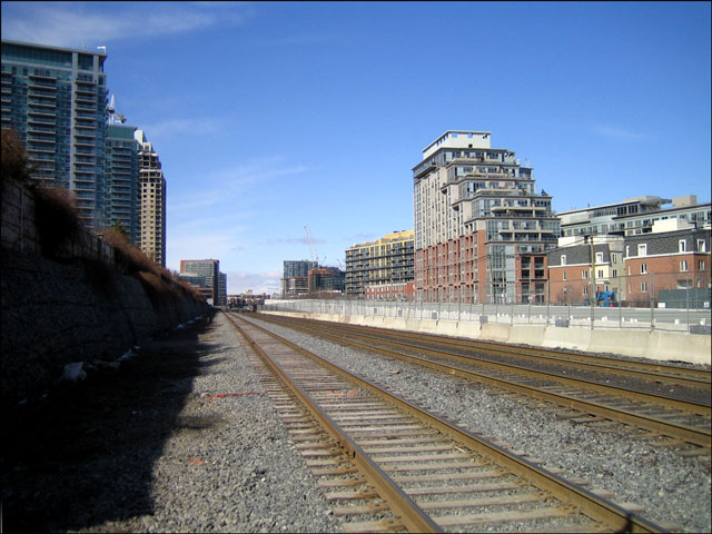 train-tracks-going-west