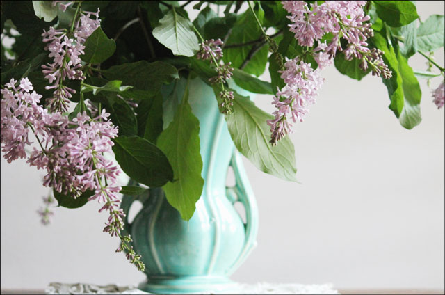 mccoy-vase-with-lilacs