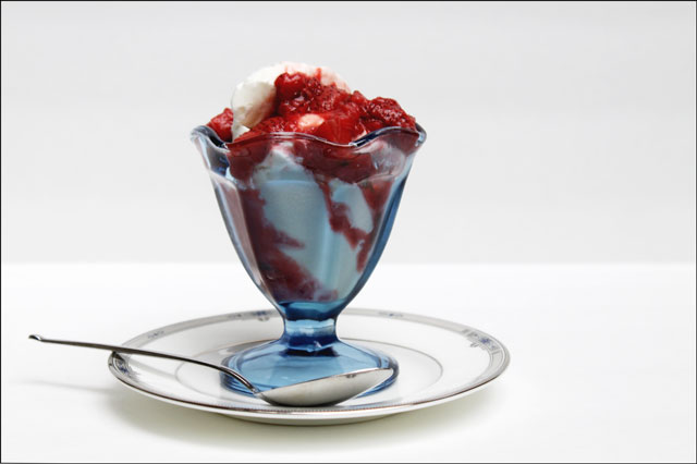 ice-cream-with-warm-strawbe