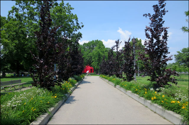 red-tent-in-the-park-01