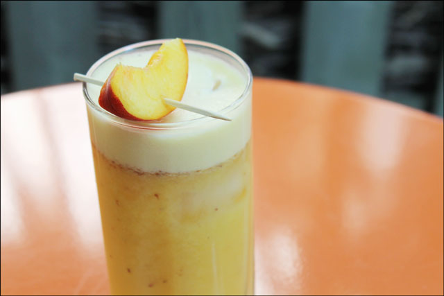 almond-peach-and-rum-cockta