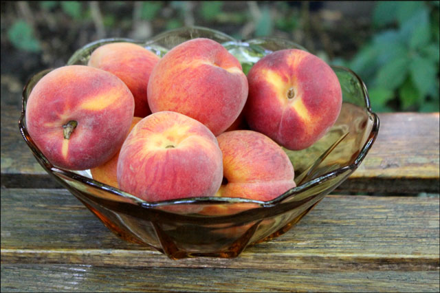 bowl-of-peaches