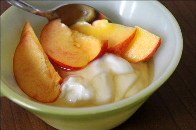 peaches-honey-and-yogurt