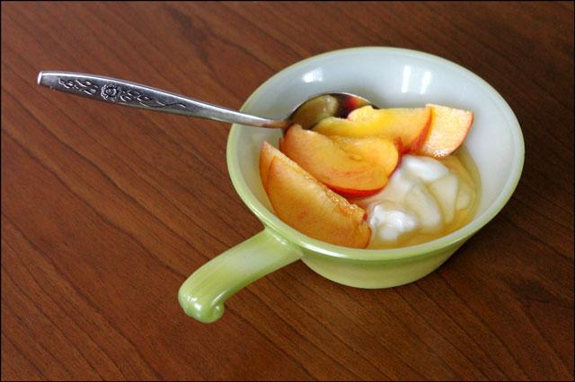 peaches-yogurt-and-honey