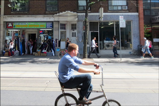 bike riding queen st w
