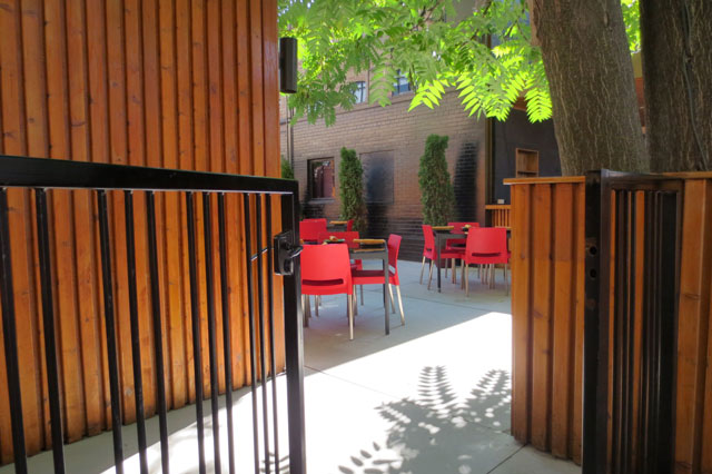 dining-patio-king-st-west