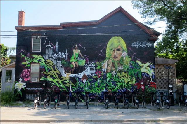 mural-and-bixi-bikes