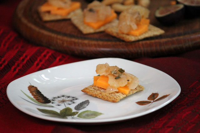 cheese-and-crackers-with-apple-relish