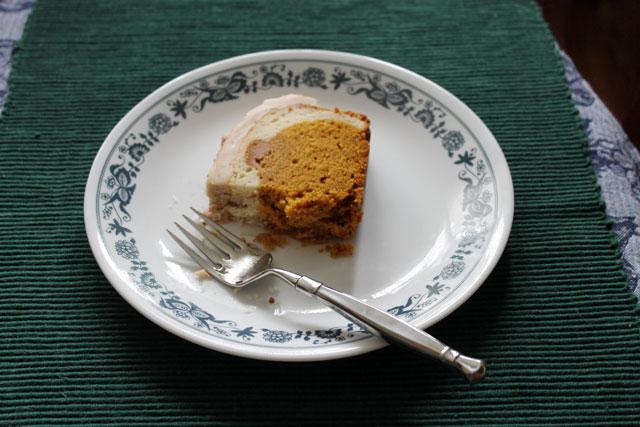 eating-pumpkin-peekaboo-cake
