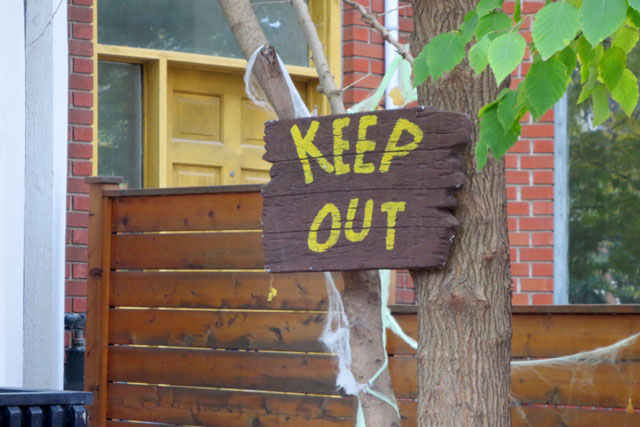 halloween-keep-out-sign