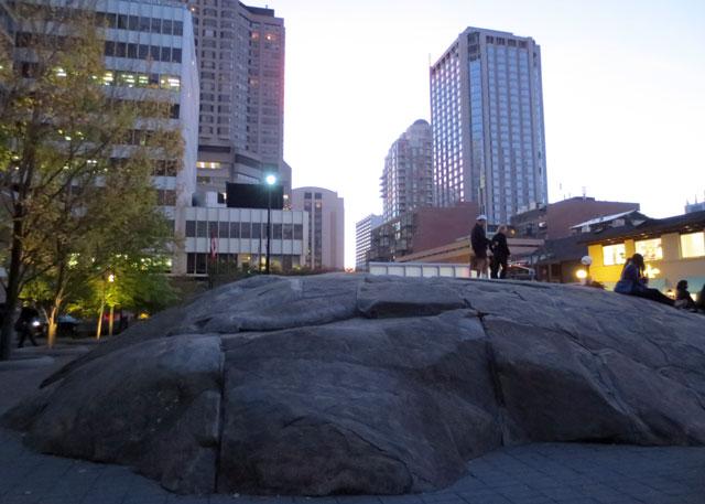 huge-boulder-yorkville-toronto