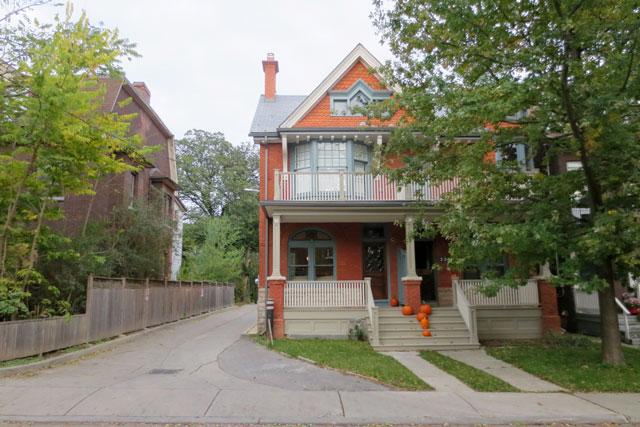 pumpkins-on-a-porch
