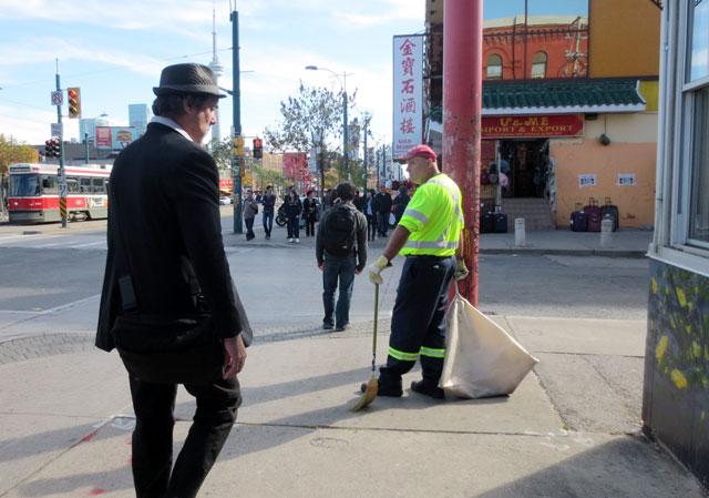 walking-in-china-town-5