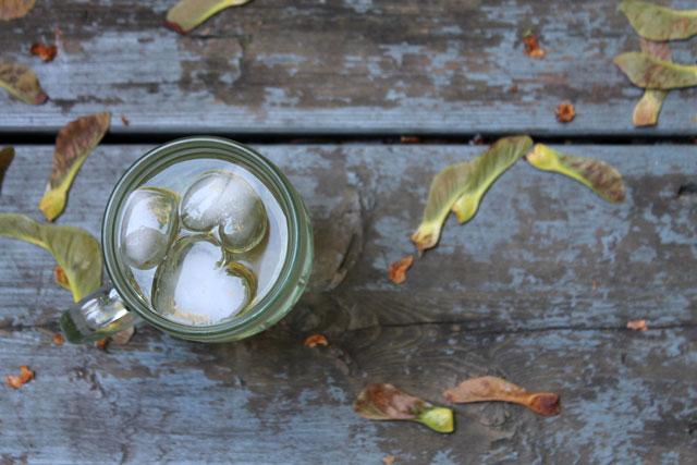 wine-spritzer-heart-icecubes
