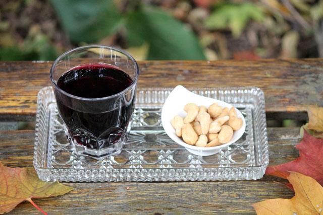 autumn-wine-and-cashews