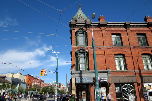 queen-and-spadina-looking-east