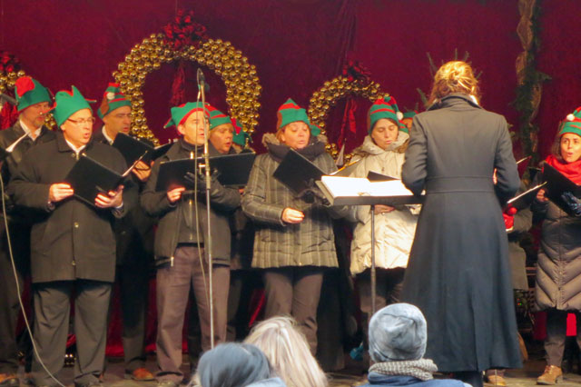 choir at christmas market
