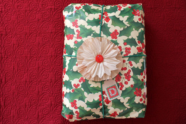 christmas gift wrapping diy tag and flower