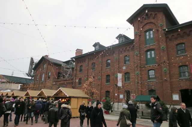 christmas-market-distillery-district