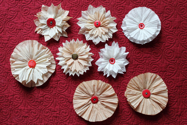 diy-gift-decorations flowers made with coffee filters