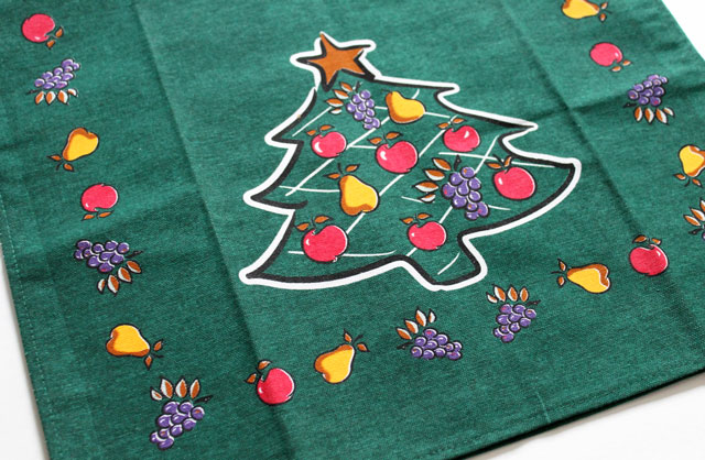 thrifted-christmas-tea-towel-detail