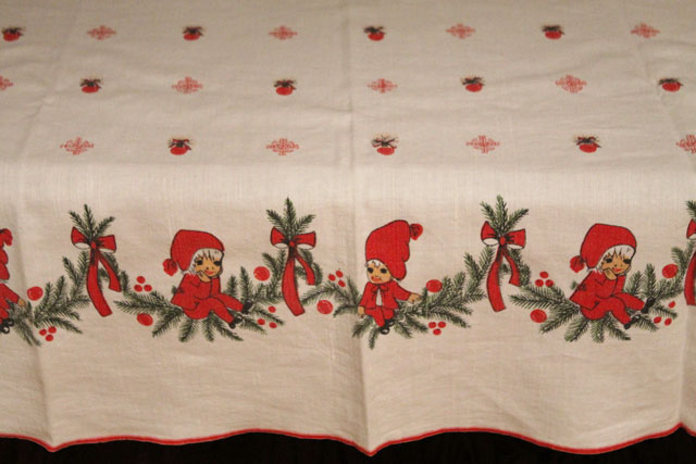 vintage-tablecloth-christmas