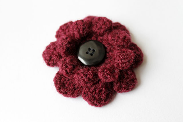 crocheted-flower-brooch