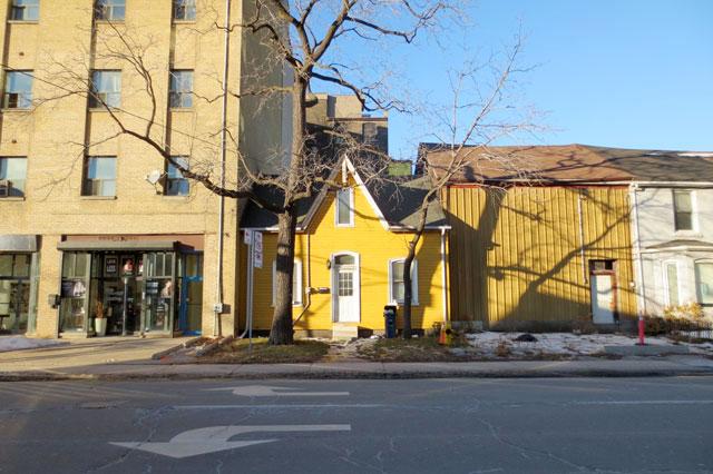 old-yellow-house-toronto 618 richmond street