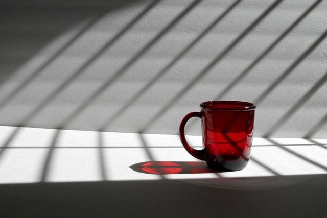red-glass-mug