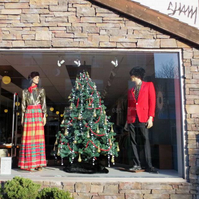 vintage-shop-christmas-window