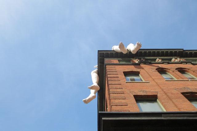 feet-dangling-from-spoke-club