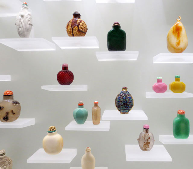 collection-of-snuff-bottles-ago