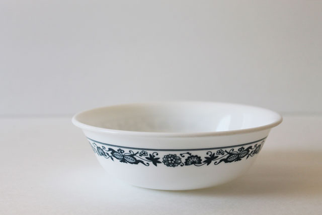 corelle-bowl-vintage-thrifted old town blue